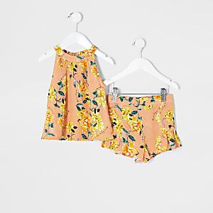 Mini - Koraalkleurige short outfit met bloemenprint voor meisjes
