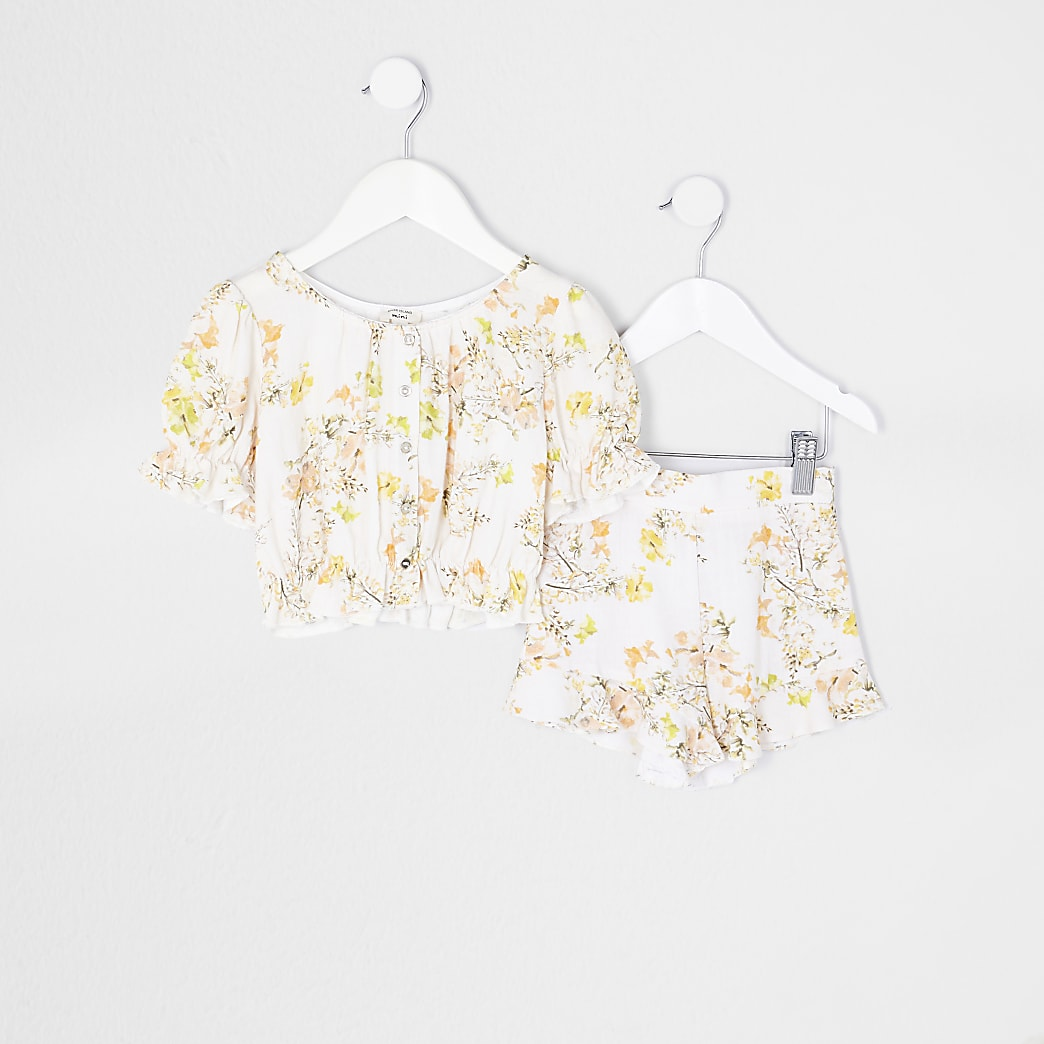 Mini girls cream floral top and shorts outfit