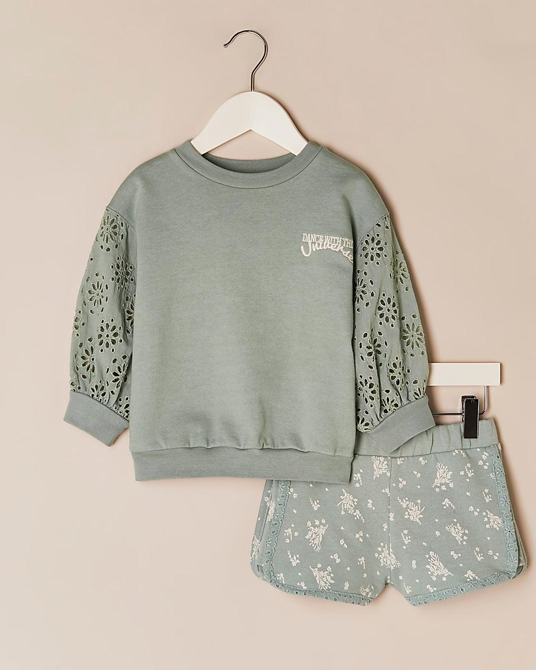 Mini girls green sweatshirt & shorts outfit