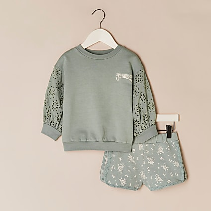 Mini girls green sweatshirt & shorts outfit
