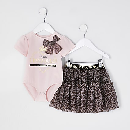 Mini girls pink bodysuit and tutu outfit