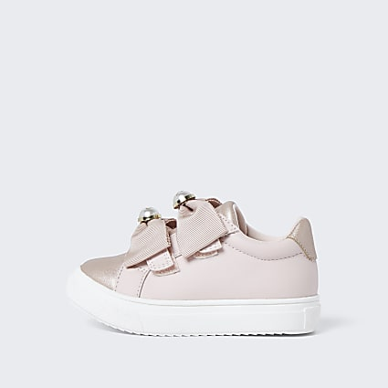 Mini girls pink bow pearl plimsoles