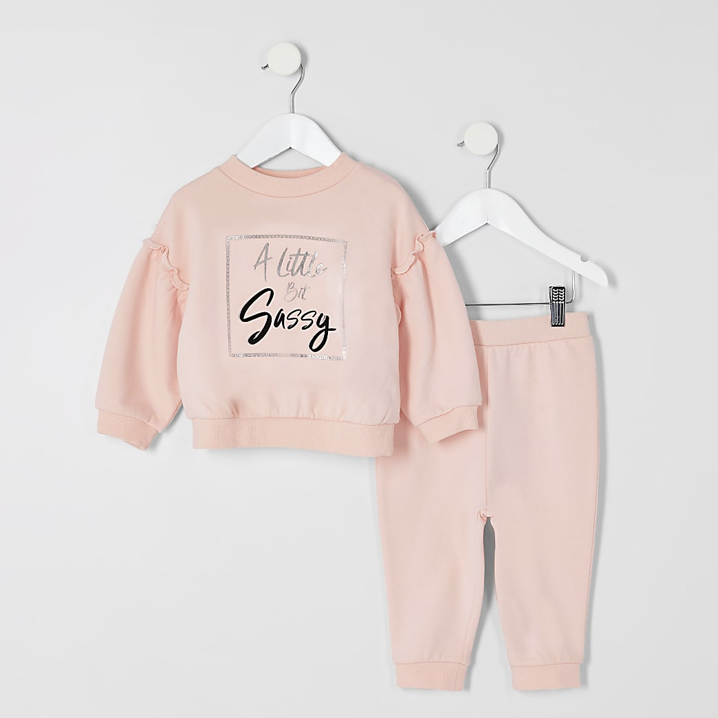 Mini - Roze sweater outfit met 'A little bit sassy'-tekst voor meisjes