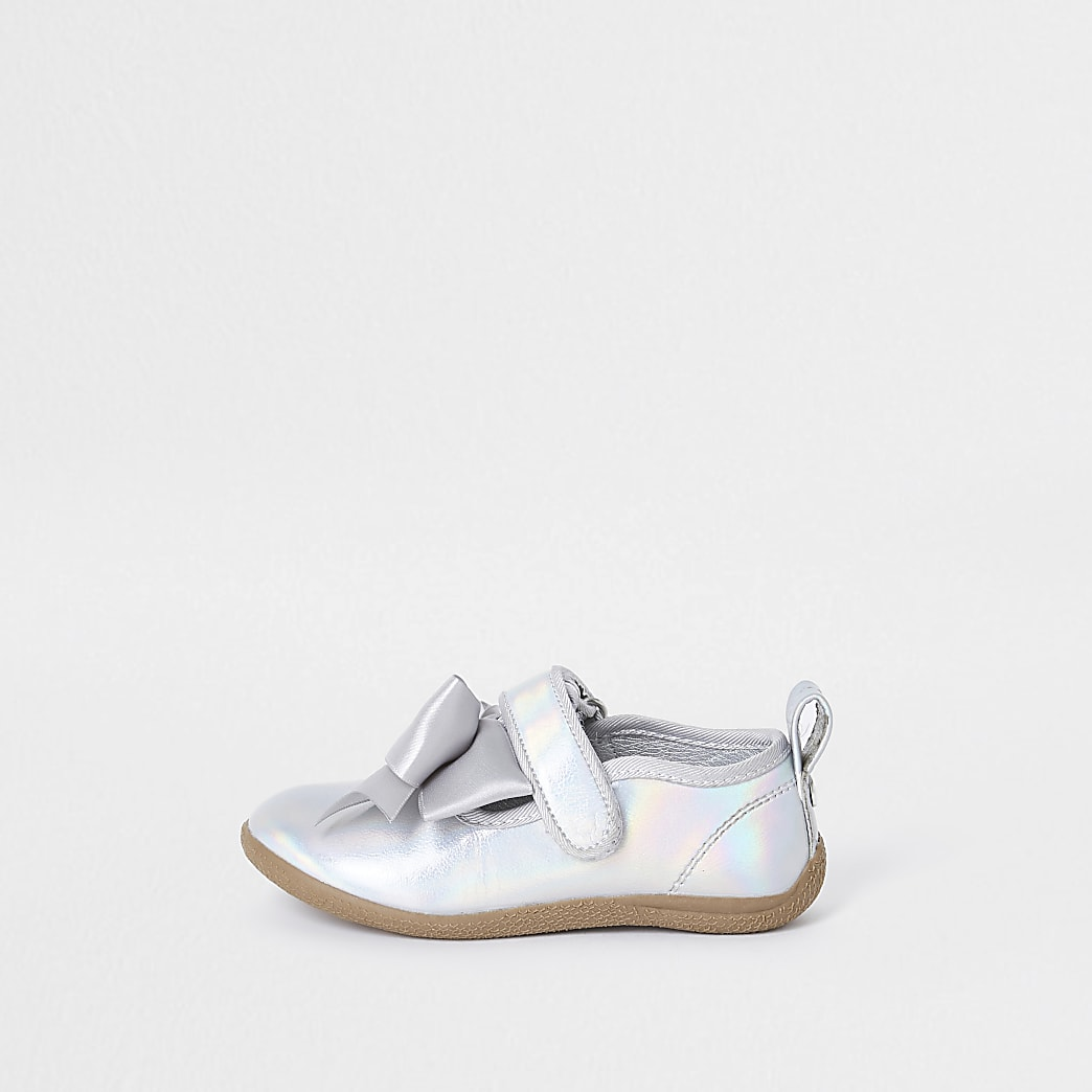 Mini girls silver tone metallic bow shoes