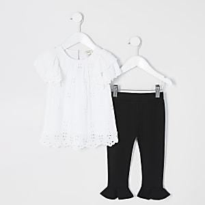 Mini – Outfit mit besticktem Top in Weiß