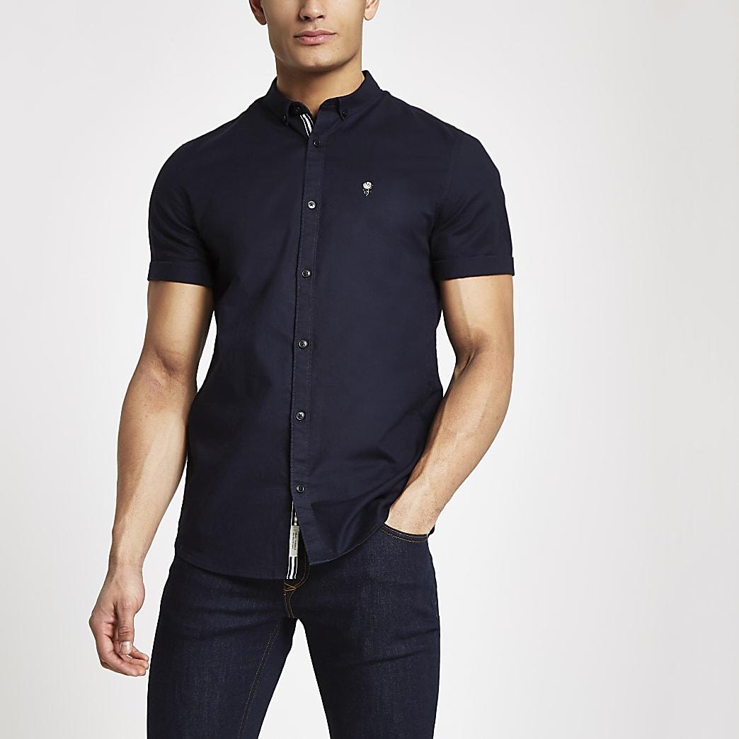 Marineblauw aansluitend oxford overhemd met korte mouwen