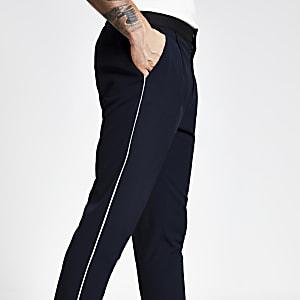 Marineblaue, plissierte Skinny Fit Hose mit schmal zulaufendem Hosenbein