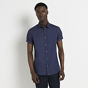 Marineblauw slim-fit overhemd met korte mouwen