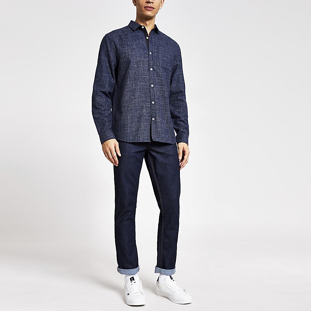 Marineblaues, strukturiertes Hemd im Slim Fit mit langen Ärmeln