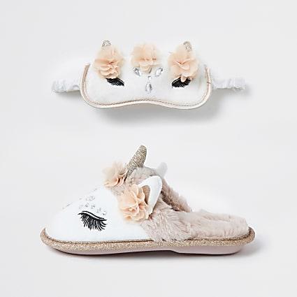 Older girls cream unicorn slipper sleep set