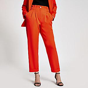 Oranje tapstoelopende broek met gesp op de taille