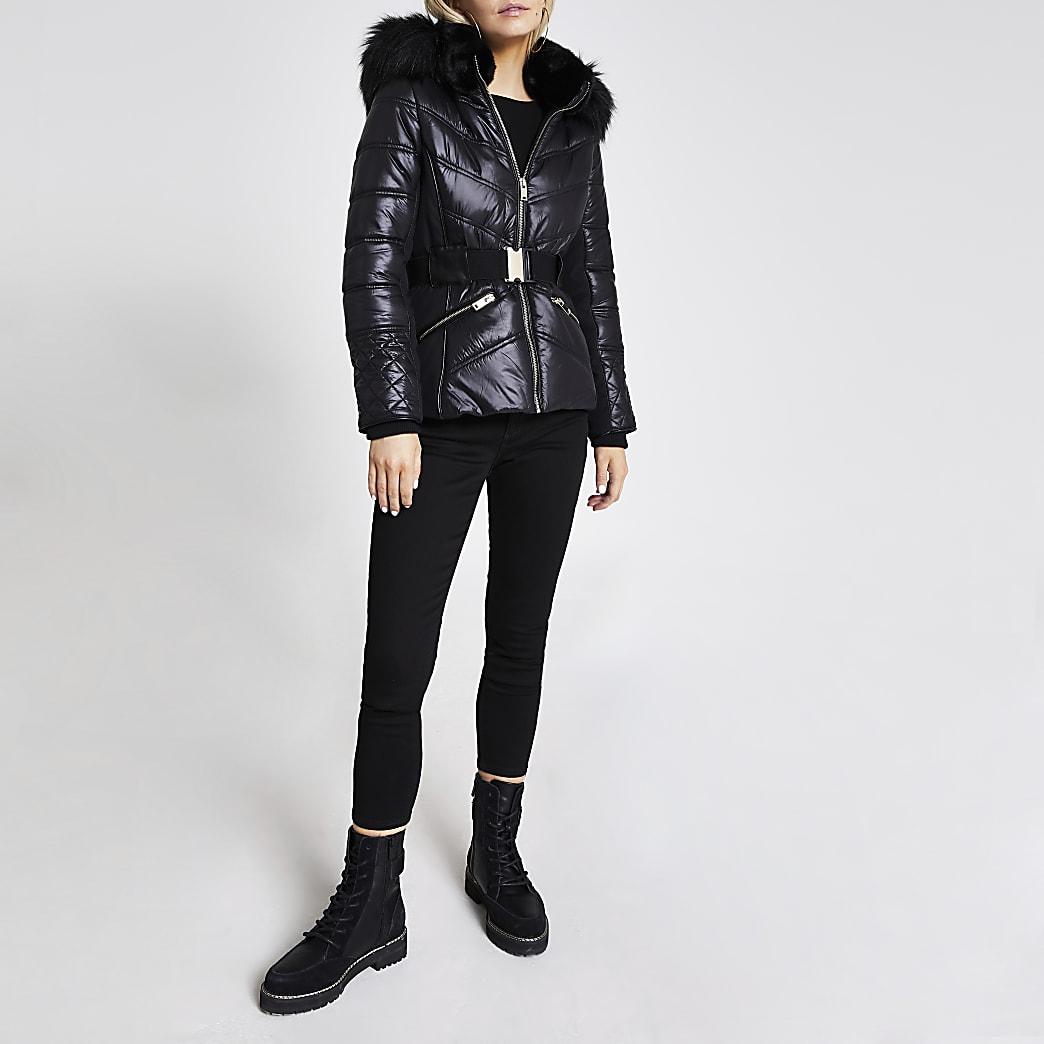 Petite– Manteau ajustématelassénoir en fausse fourrure