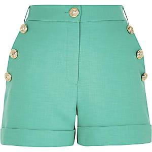 Petite - Groene short met knopen aan de voorkant
