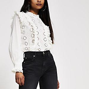 Petite– Weiße Bluse mit Lochstickerei und Rüschen
