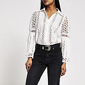 Petite– Weißes, langärmeliges Hemd mit Lochstickerei