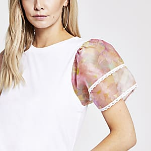 Petite – Weißes T-Shirt mit geblümten Organza-Ärmeln