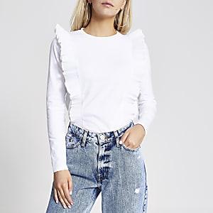 Petite – Plissiertes T-Shirt in Weiß mit Rüschen