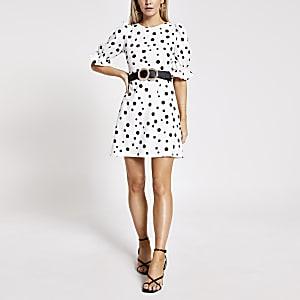 Petite – Weißes Minikleid mit Punkten