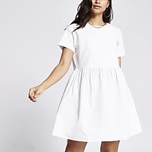 RI Petite - Witte gesmoktepoplin mini-jurk