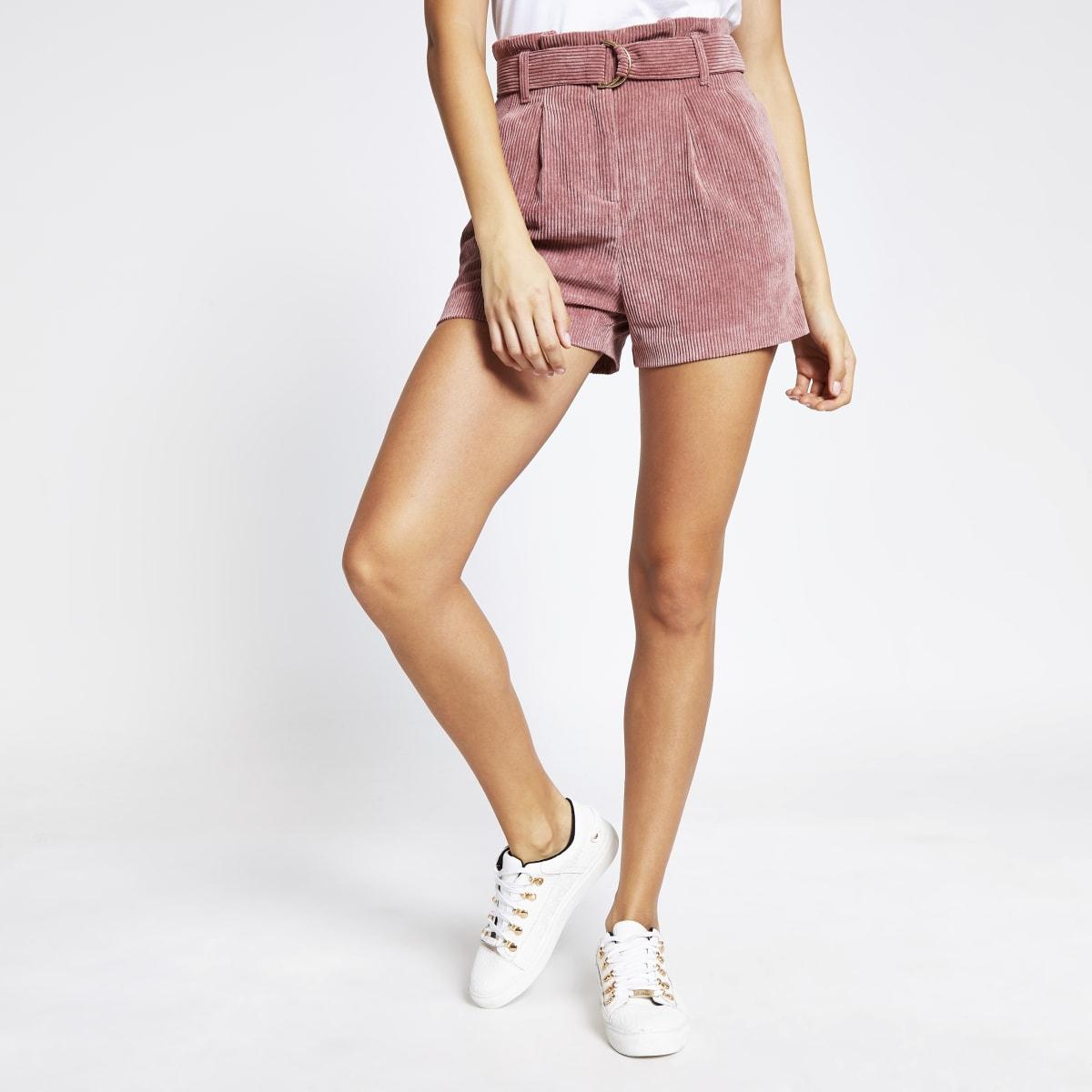 Shorts en velours côtelérose à taille haute ceinturée