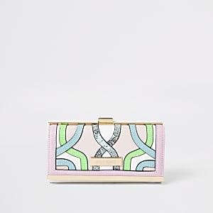 Roze portemonnee met druksluiting en meerkleurige wervels