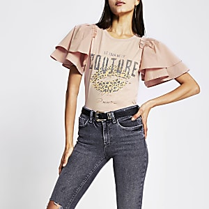 Bedrucktes T-Shirt in Rosa mit kurzen Rüschenärmeln