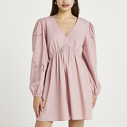 Pink v-neck broderie sleeve dress