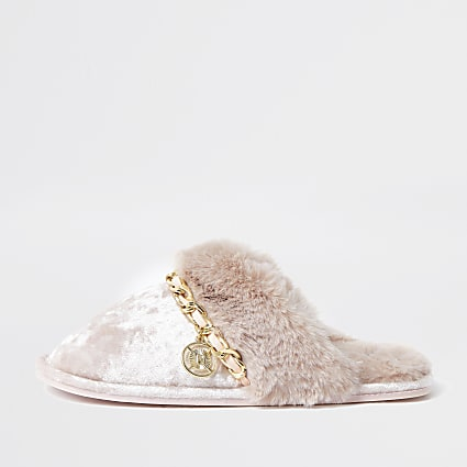 Pink velvet chain trim slippers