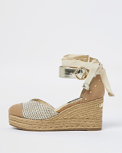 Pink weave studded wedges