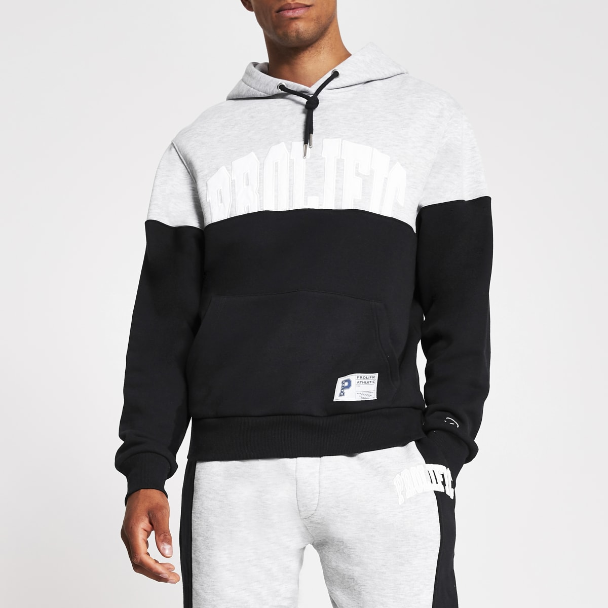 Prolific - Marineblauwe regular fit hoodie met kleurvlakken