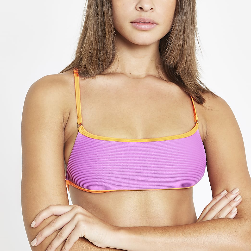 Paarse geribbelde bikinitop met gekruiste bandjes