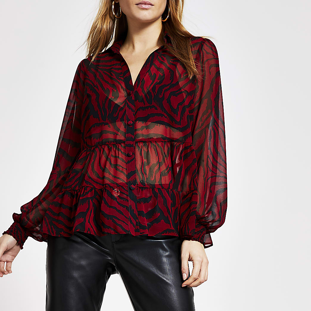 Transparente, gesmokte Bluse mit Animal-Print in Rot
