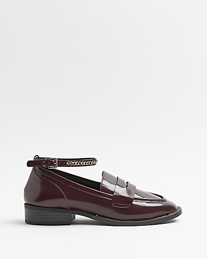 Red chain detailed loafers
