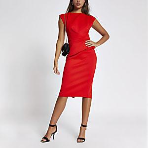 Robe mi-longue moulante rouge avec volantsà la taille et mancherons