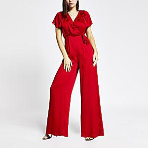 Rode jumpsuit met ruches en overslag voor