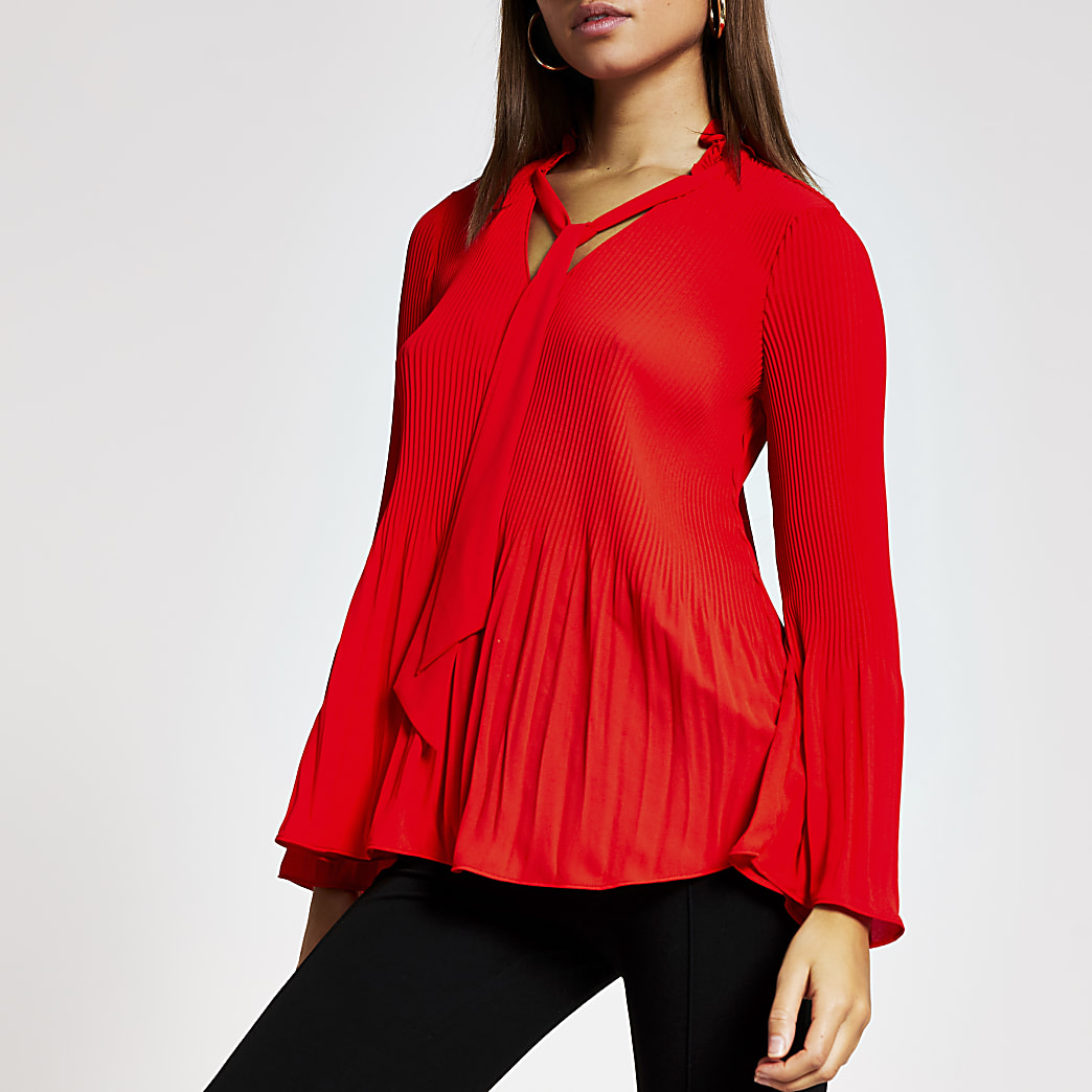 Red plisse tie V neck blouse