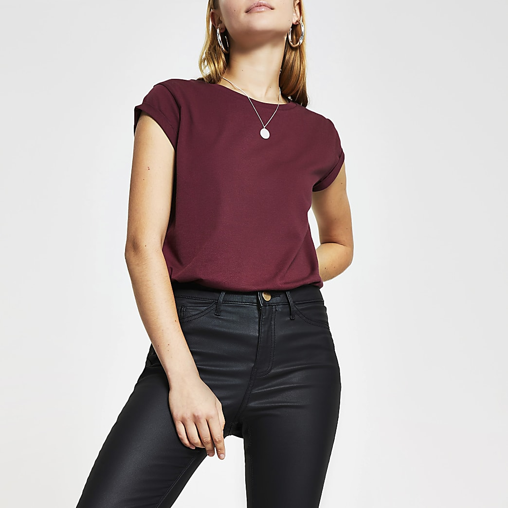 Red short turn back sleeve t-shirt