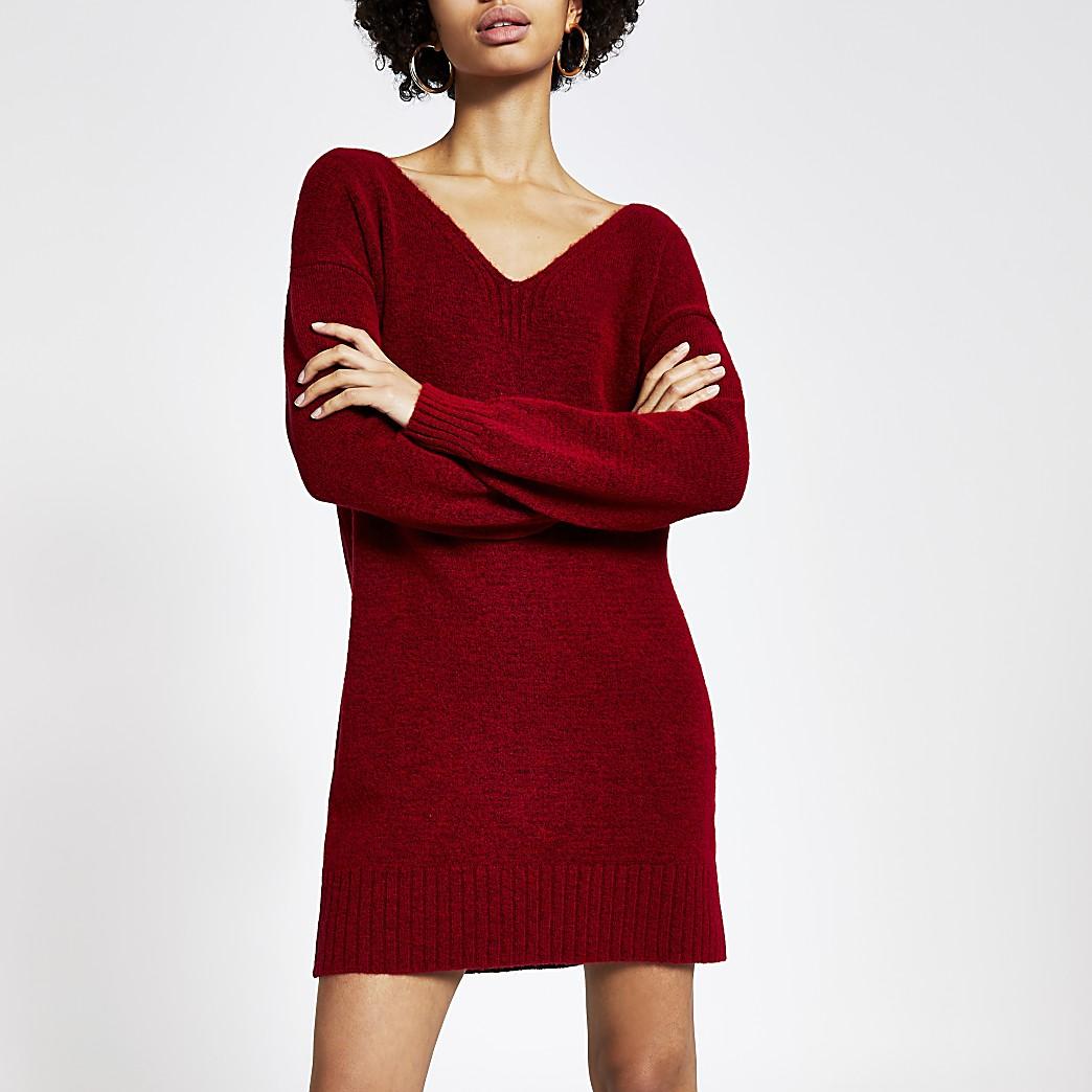 Rode gebreide trui-jurk met strik aan de achterkant