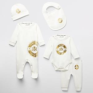 Crèmekleurige baby set met folieprint