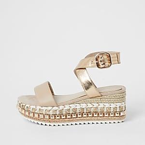 Roségoudkleurige espadrille-sandalen met studs en vlakke zool