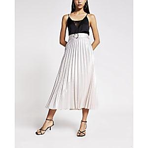 Jupe mi-longue plisséeà ceinture argentée