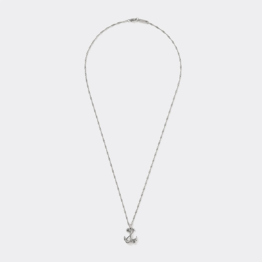 Zilverkleurige ketting met ankerhanger