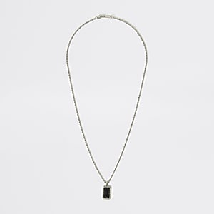 Silberfarbene Halskette mit Schwarzem Schmucksteinanhänger