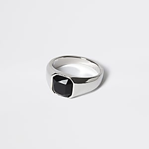 Zilverkleurige zegelring met zwarte steen