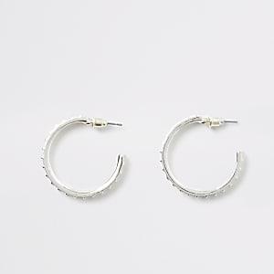 Zilverkleurige halfronde oorbellen met siersteentjes