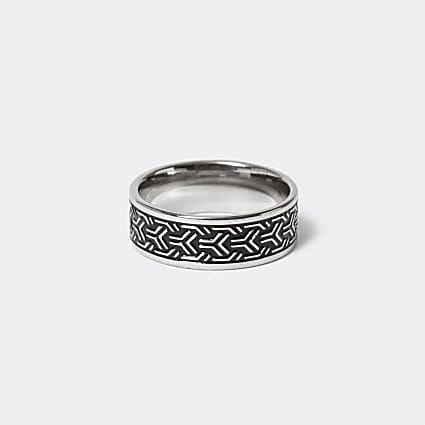 Silver colour embossed band ring