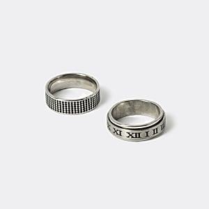 Zilverkleurige ringen met reliëf set van 2