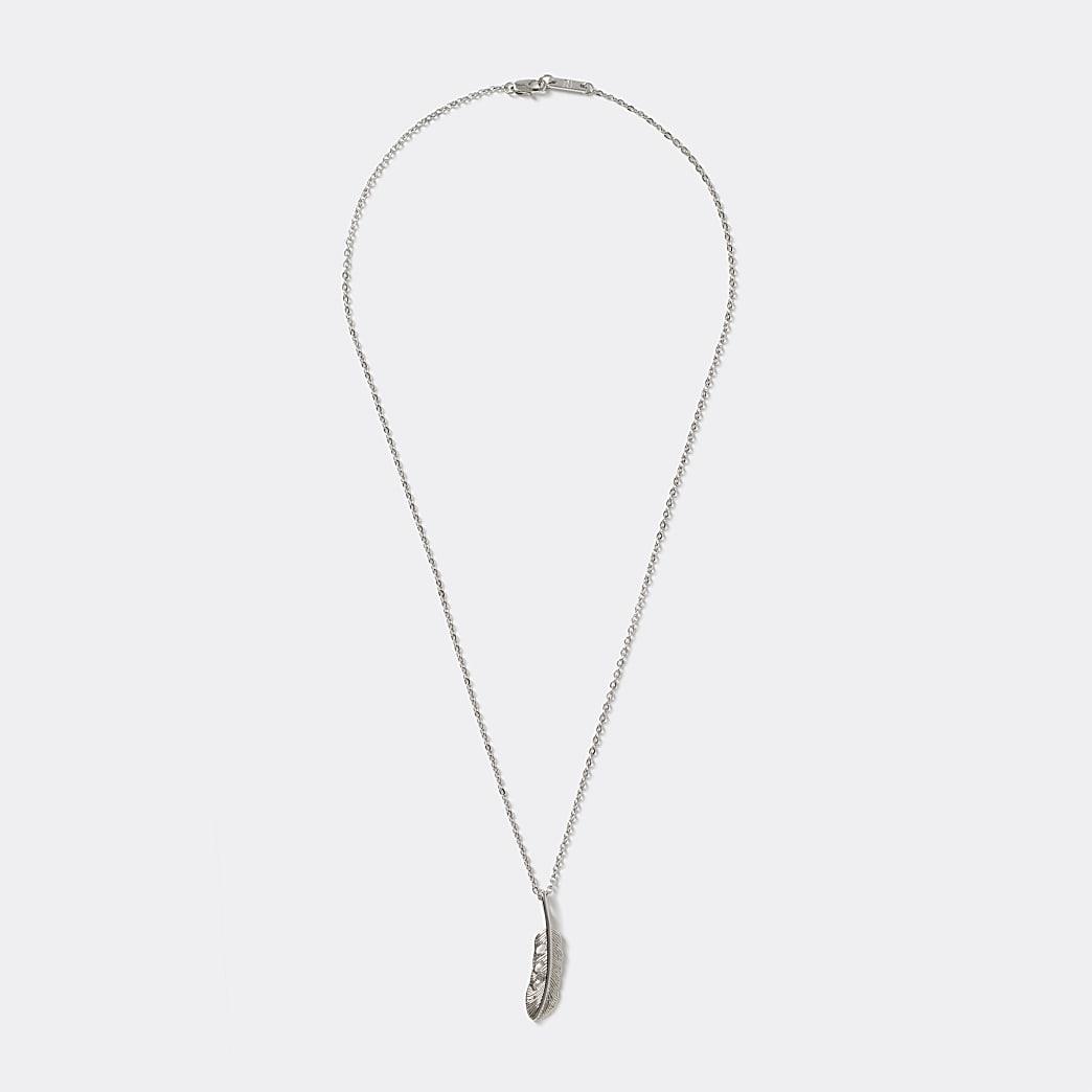 Zilverkleurige ketting met veerhanger