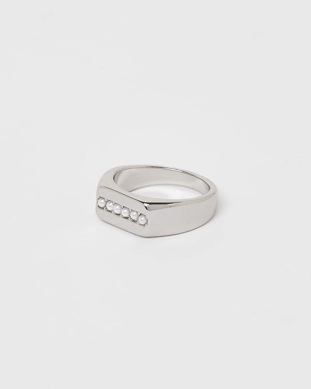 Silver colour pearl stud ring