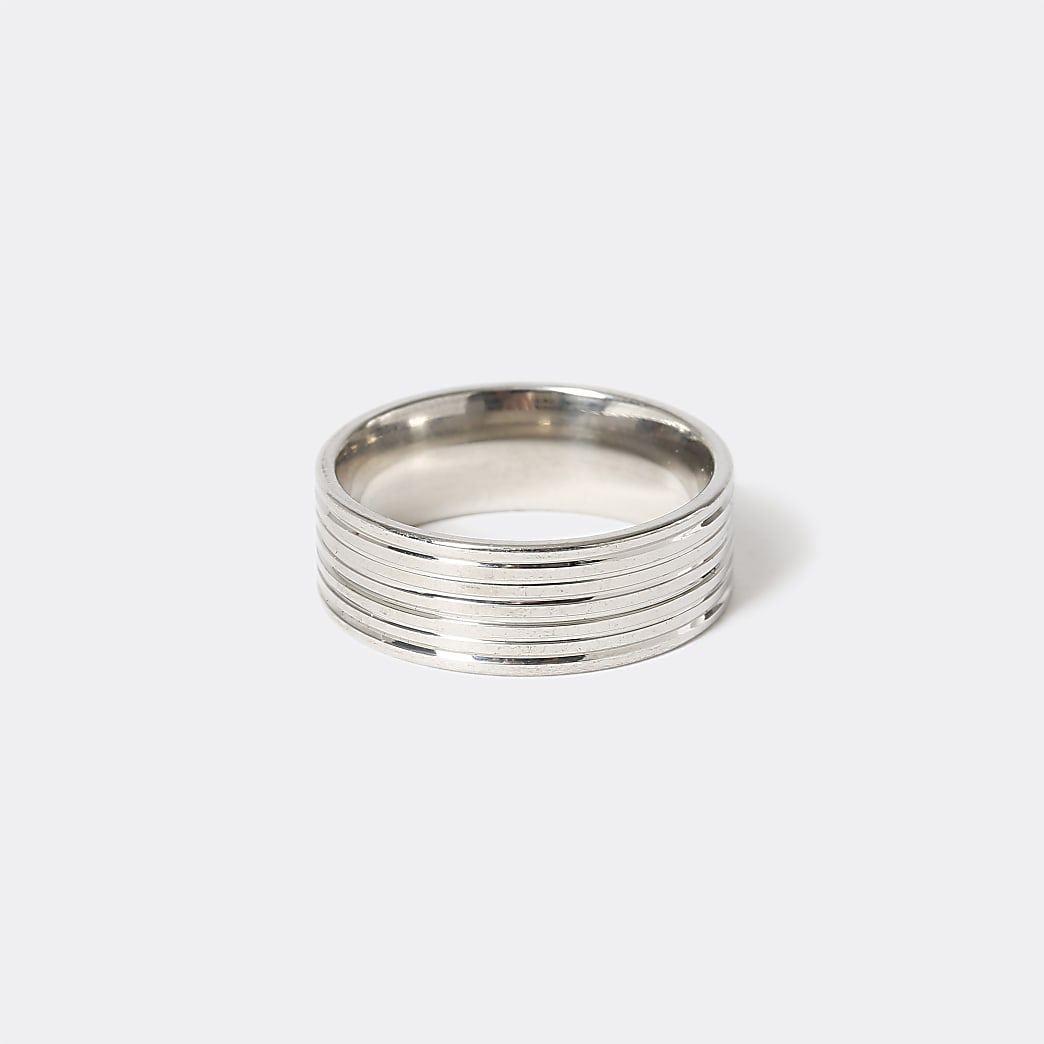 Silver colour ridged ring